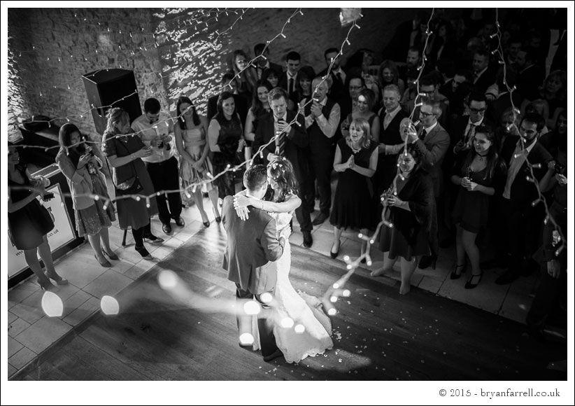 kingscote barn wedding photographers GA 112